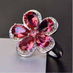 Beautiful Big Crystal Flower Ring size 7